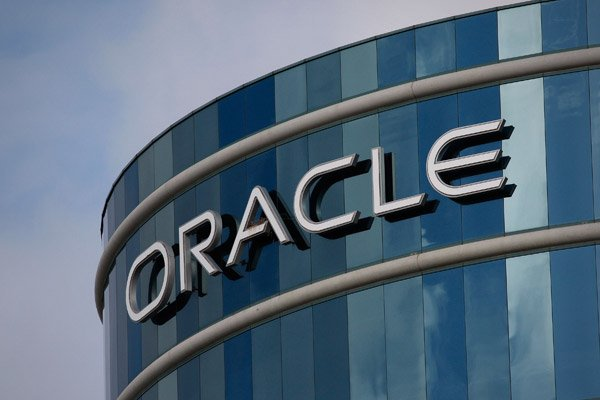 Oracle software sales disappoint, stocks fall