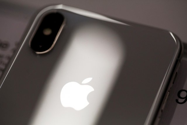a3c78495d89 Apple reports strong sales of high-end iPhones